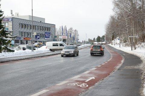ØSTMARKVEIEN: Nye, røde sykkelfelt er ferdig på strekningen mellom Ytre Ringvei og Vilbergveien.