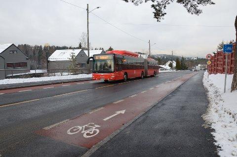 SKULLERUDVEIEN: De nye sykkelfeltene i Skullerudveien mellom Paal Bergsvei og Enebakkveien er nå ferdig.