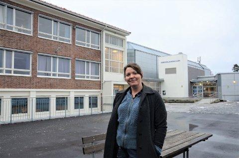 NY BARNESKOLE: Åsta Ytre i Utdanningsetaten forteller at den nye barneskolen som planlegges her ved Holtet videregående skole og Bækkelagshallen skal få plass til 630 elever og vil avlaste Ekeberg og Bekkelaget barneskoler.