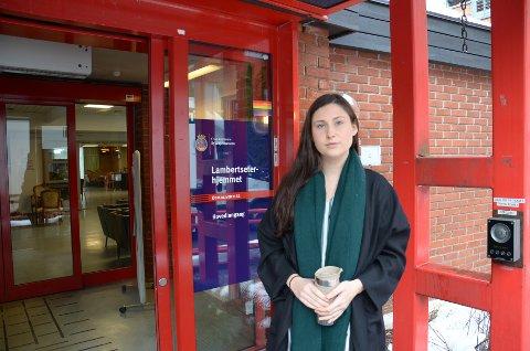 OPPRØRT: Sykepleier Martine Sandberg er opprørt over den overraskende beskjeden ansatte, pårørende og beboere ved Lambertseterhjemmet fikk denne uken.