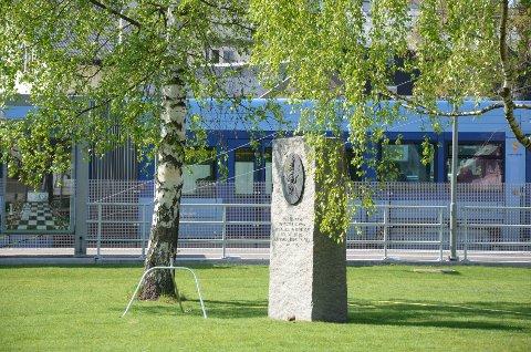 BAUTA: Hvert år er det tale ved bautaen i Marienlunden, som er til minne om lokalbeboere som ofret sine liv under andre verdenskrig.