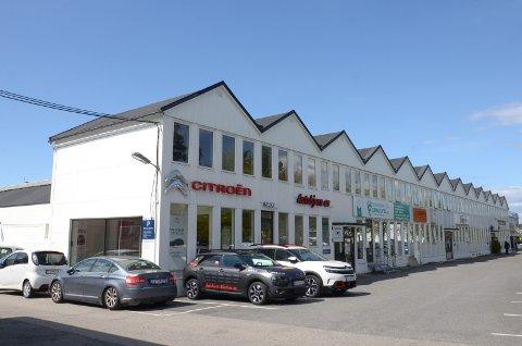 Fasadene i Cecilie Thoresens vei 5 og 7 skal i stor grad bevares. Det skal også utredes mulighet for en ny skole samt en barnehage på vestsiden av Cecilie Thoresens vei.