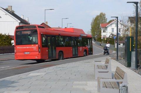 ARKIV: Flere reagerer på at bussene er fulle av passasjerer uten munnbind, med ekstra høyt smittetrykk i Søndre Nordstrand. Her fra Ljabru.