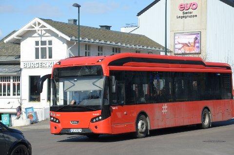 TESTING: Her kjører en av elbussene på Sæter under testing av bussene. Nå skal seks av dem settes i ordinær drift på bussrute 74.