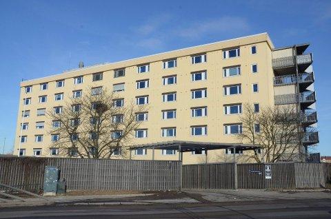 MUNNBINDE: De ansatte ved sykehjemsetaten i Oslo kommune må fortsatt bruke munnbind på jobb.