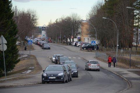 Bymiljøetaten planlegger å opphøye dette gangfeltet i Plogveien ved Rugveien, mellom skolen og kjøpesenteret.