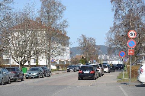Det skal lages sykkelfelt på begge sider av veien  her i Haakon Tveters vei på Oppsal.