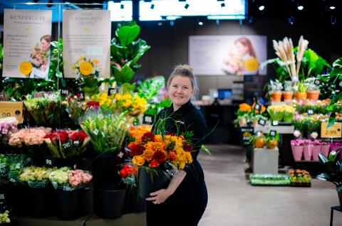 Mariann er kjempeglad for at det kommer så mange lokale kunder til Oppsalsenteret.