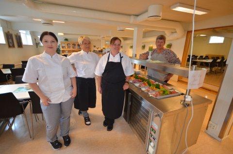 Kokkelaget ved HV-skolen på Dombås, her ved Johanne Nermoen, Merete Flateng, Therese Reitan Breken og kjøkkensjef Inger Hessen, skal lage mat til 100 italienske soldater denne uka og 200 neste uke.