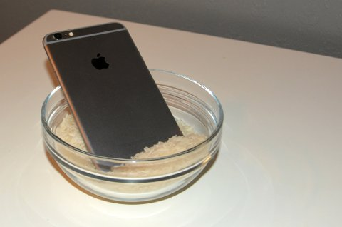 RIS: Har du mistet telefonen i vann? Fortvil ikke, det finnes løsninger. Sånn som denne.