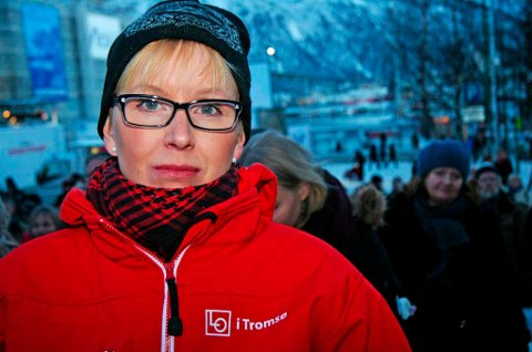 HOLDT APPELL: Kristine Larsen holdt appell under markeringen på Stortorget i Tromsø. Hun mener det er fullstendig galt å liberalisere fiskerilovgivningen. Foto: Sissel Wessel-Hansen