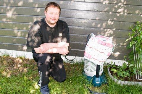 MYGGMANNEN: Gilbert Henriksen med sin modifiserte myggmaskin.