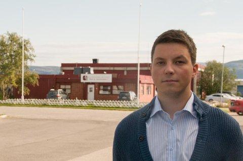 Sektorleder for skolene i Porsanger, Jonas Nymo (H), mener foreldrene i Billefjord kjører en aksjon, som skader deres egne barn. (Foto: Tor Kjetil Kristoffersen)