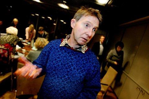 TO BYRÅDSPOSTER: Jens Ingvald Olsen (Rødt).