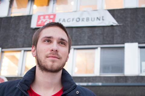 GENERASJONSSKIFTE: Bjørn Willumsen har trådt inn i pensjonistrekkene, og en ny generasjon tar over Fagforbundet avd. 177 Tromsø kommune. Her er ny leder Erik J. Jørgensen (24).