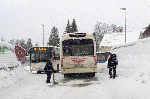 Busser på glatt føre. (Illustrasjonsfoto)