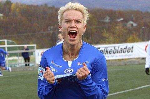 HAT-TRICK: Christer Johnsgård dunket like gjerne inn tre scoringer i sitt Senja-comeback lørdag.
