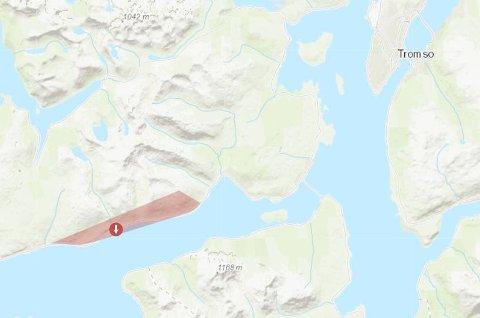 STRØMBRUDD: Strømmen gikk i dette området (skravert med rødt) natt til onsdag. Illustrasjon: Troms Kraft Nett