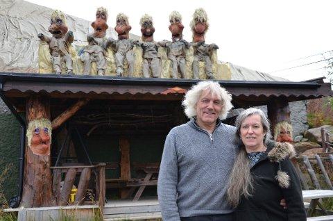 BYGGET OPP SELV: Leif og Siw Rubach hadde bygget opp attraksjonen Senjatrollet selv. Etter 26 år gikk livsverket opp i brann. Arkivfoto: Therese Kongsli Jakobsen