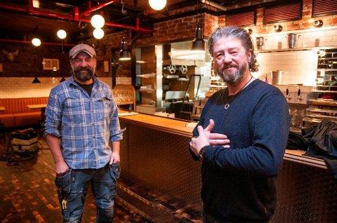 ENDELIG I GANG: Pål Einar Eilertsen (til høyre), her sammen med Peter Westh Hammer kan si seg fornøyd med åpningen av Nitty Gritty.