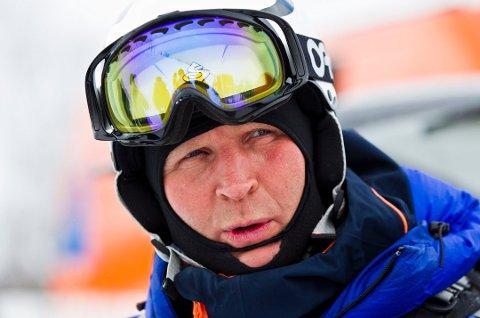 SKREDEKSPERT: Kjetil Brattlien i NGO omtaler statistikken hittil i år som veldig, veldig tragisk. Seks personer har mistet livet i snøskred i Troms i vinter.
