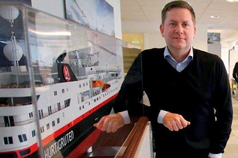 STARTER OPP: Hurtigrutens toppsjef Daniel Skjeldam er glad for å seile igjen etter tre måneders koronastillstand, men det er ikke nordmenn nok til å erstatte utlendingene.