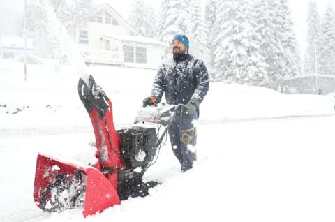 SNØ: Mange må nok ut med snøfreseren onsdag.