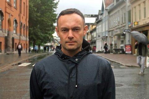 FLERTALLET KAN RYKE: Nestleder Torgeir Knag Fylkesnes i SV jublet da baneforslaget ble vedtatt i april - Nå frykter han for flertallet etter valget.