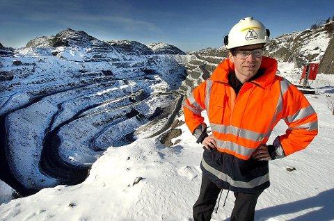 """I MÅL: Daglig leder Øystein Rushfeldt i Nussir er etter eget utsagn i mål, etter å ha """"gått tre femmiler på ski"""" (Foto: Jon Ingemundsen)"""