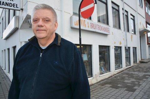 LAVLØNNET: Geir Olsen har drevet bokhandel i masse år, med ei timelønn som er likt med nivået i 1983.
