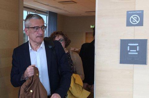 Boris Benulic på vei ut av rettssalen i Södertörns tingsrätt. Foto: Linda Vaeng Sæbbe