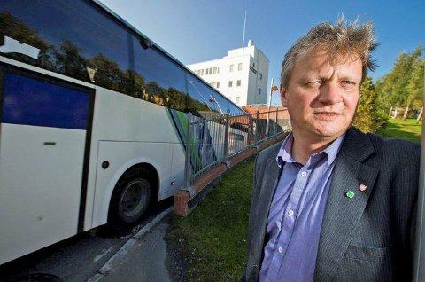 Fylkesråd for samferdsel Ivar B. Prestbakmo sier bevilgningene på statsbudsjettet betyr større etterslep på fylkesvegene.