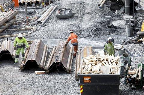 En stor andel av de som omkommer på norske arbeidsplasser, er utenlandske arbeidere og ofte innleid arbeidskraft, viser ny rapport.