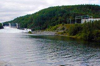 KRAFTVERK: Acer-motstanderne mener Norge gir fra seg kontroll over kraftproduksjonen. Her Bardufoss kraftverk