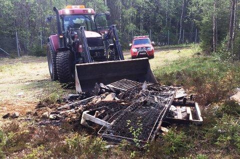 mannskaper fra brannvesen og teknisk drift i Søndre land kommune sørget for å fjerne skrothaugen fra terrenget ved AmLand på Trevatn.