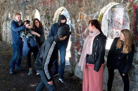 MANUS: Elevene lagde manus fra bunnen av. Her blir Kristian Larsen kidnappet av dødssekten.