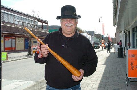 MARKENSLØRDAG: Kjell Rønningen inviterer til året første Landsbymarked på Dokka lørdag. Bildet er fra 2010, men Kjell har ikke forandret seg nevneverdig.