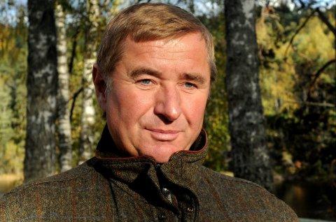 ØNSKER MER SKOG: Christen Sveaas har kjøpt Viker gård for 18 millioner kroner. Rådmannen i Søndre Land mener han må søke om konsesjon, eller selge videre til andre som kan få konsesjon.