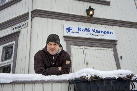 RETT FOKUS MOT NOE ANNET: Anders Hveem i Blå kors, Kafe Kampen på Gjøvik, sier at ved å ta en alkoholfri januar, kan ukas høydepunkt bli noe annet enn å ta et glass vin.