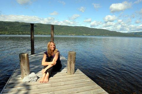 Helene Uri har kjøpt seg fritidseiendom ved Randsfjorden.