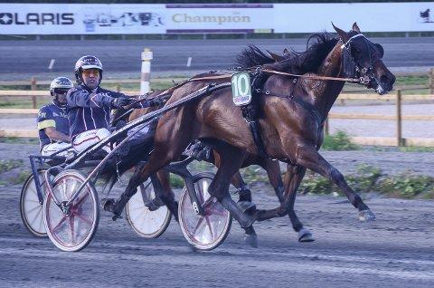 Magnus Teien Gundersen og N.Y. Embrasse Moi tok sin andre strake seier da ekvipasjen vant det ene trøsteløpet i Prinsesse Märtha Louises Pokalløp på Biri fredag.