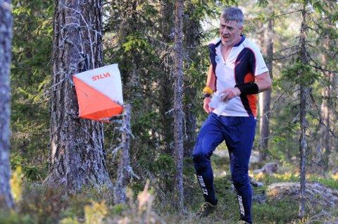 Fastlege Anders Sollien lader batteriene best når han kan jakte på poster i skogen. - På den måten ivaretar jeg både den fysiske og mentale helsen, sier han.