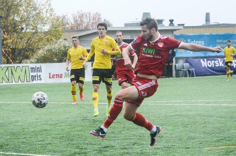 STOR SJANSE: Lars Johan Kollshaugen med volleyskudd fra kort hold mot Lillestrøm 2.
