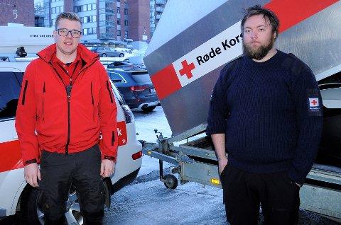 LETER: Korpsleder Svein Arne Strømsodd (24) og operativ leder Mats Holte (28) i Røde Kors Hjelpekorps Gjøvik er to av 41 frivillige som leter etter savnede.