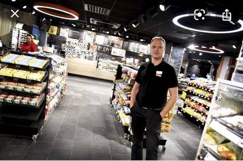 NYTTER IKKE Å OPPBEMANNE:  – Når det kommer mye folk på bensinstasjonen nattestid, hjelper det ikke om det er to eller ti ansatte, sier Svein Tore Nymoen, eier av Circle K på Mjøsstranda, her avbildet på tilsvarende stasjon på Otta.