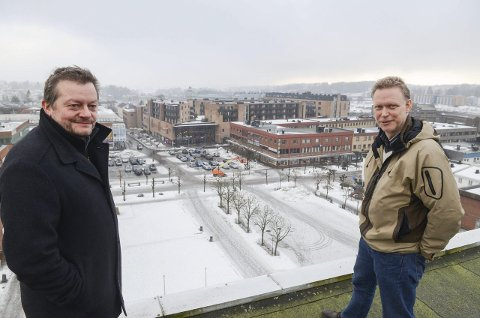 Vinter og vår: Virksomhetsleder Hans Vestre (til venstre) og avdelingsleder Kristian Larsen skal møte Veivesenets folk fredag før å se om de kan finne frem til en fellesløsning slik at sentrumsplanen blir gyldig.
