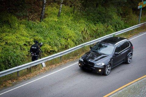 PÅ PLASS: Både UP og Follo-politiet holder et vaktsomt øye med trafikken gjennom Ås.
