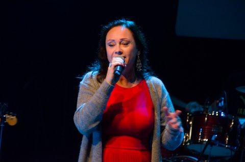 Alice Myrbostad i Alice in Wonderband sang under Jazzaid i Kolben.