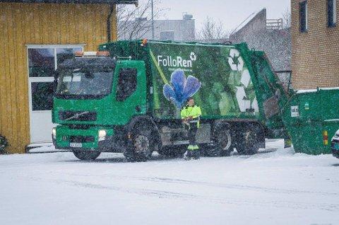 VANSKELIG FØRE: Snøfall gjorde det ekstra glatt og vanskelig å komme frem til abonnentene som skulle ha søppelkassene tømt i romjula.