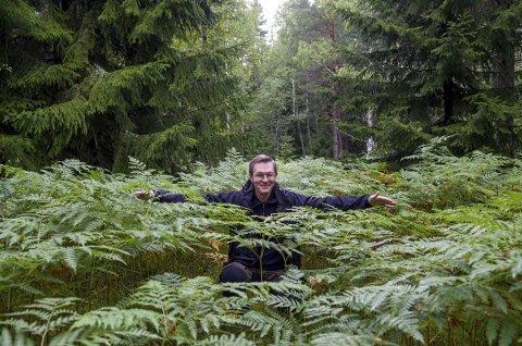 PRISVINNER: Geir Arne Evje får prisen for sitt arbeid for å kartlegge naturmangfoldet i Ski. Bildet er tatt i 2014.